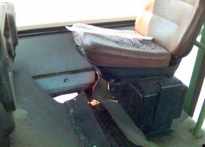Не сидите на колесе в автобусе (7 фото)