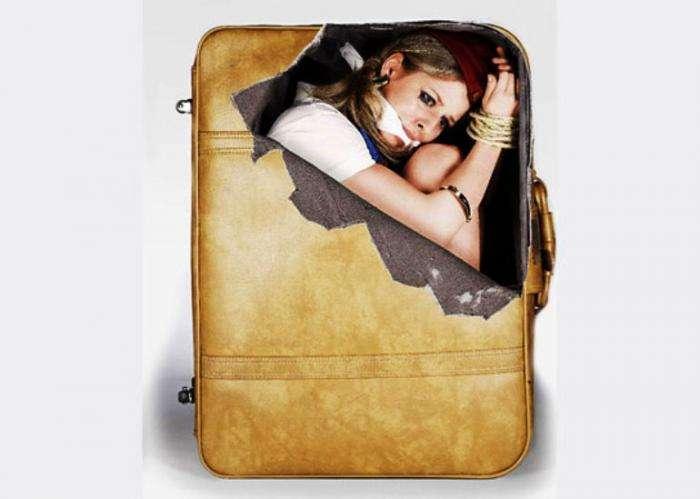 Прикольные наклейки на чемодан (4 фото)