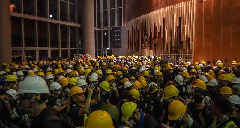 Протесты в Гонконге: Почему Трамп не критикует Си Цзиньпина? геополитика