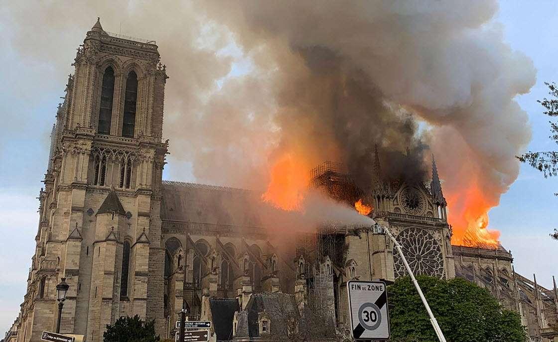 В Париже сгорел Нотр-Дам де Пари — собор Парижской Богоматери архитектура,достопримечательности,катастрофы,Париж,пожар