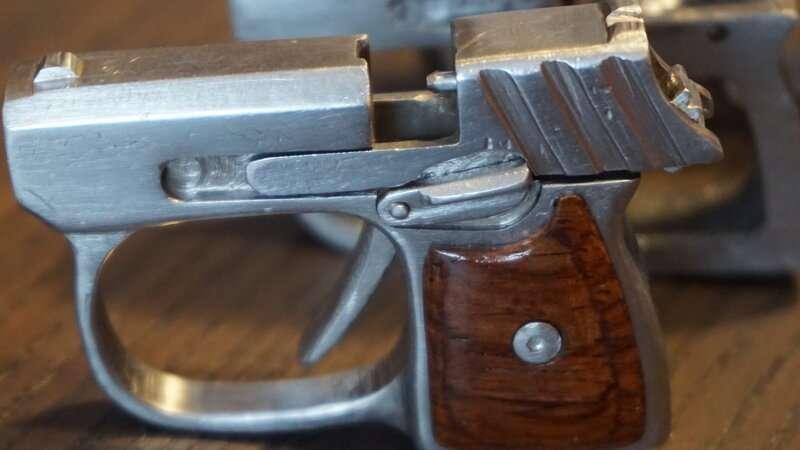 Миниатюрный брелок-пистолет Самоделки