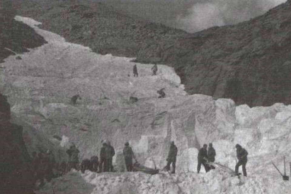 Смерть у перевала История