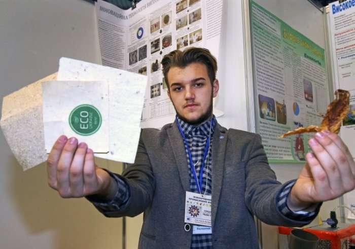 Украинский школьник придумал технологию производства бумаги из опавших листьев МиР