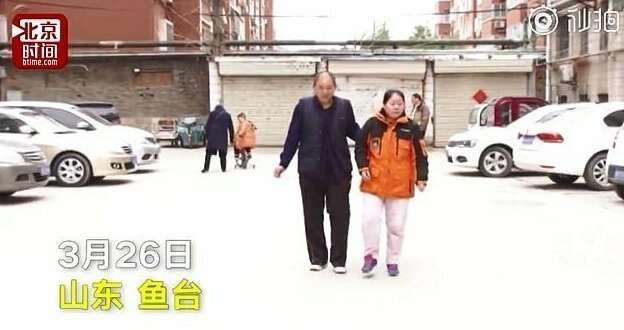 Жителю Китая потребовалось восемь лет, чтобы поставить парализованную жену на ноги   Интересное