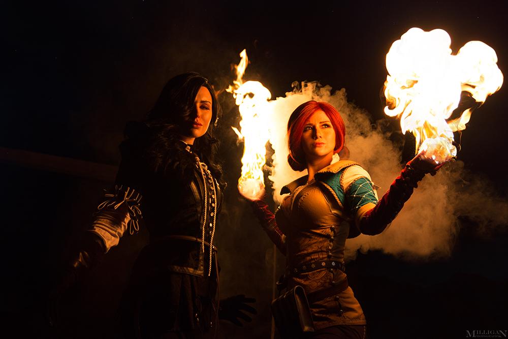 Косплей на могущественных красавиц-магичек Трисс и Йеннифэр из вселенной