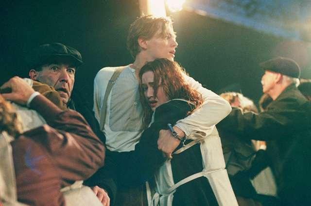 Адель отметила 30-летие в образе героини Кейт Уинслет из фильма