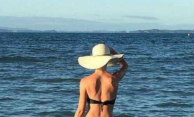 Женщину выставили из бассейна за смелый купальник Культура