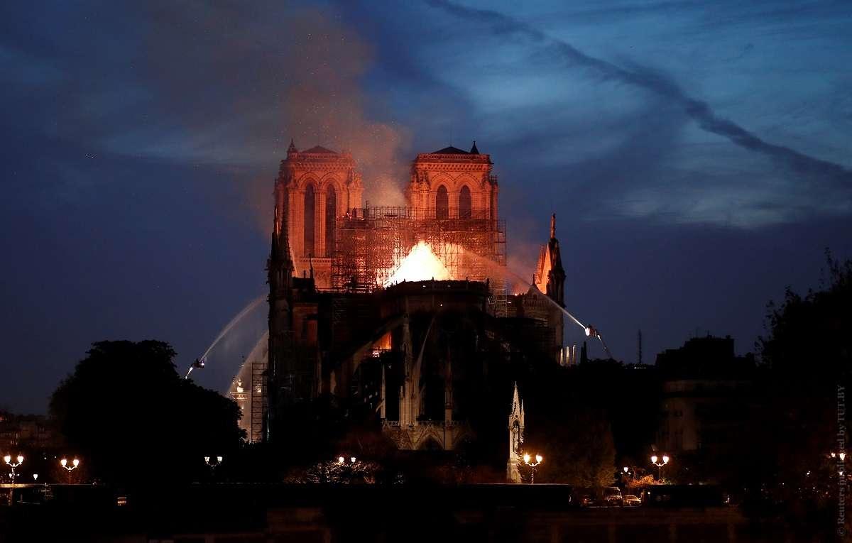РПЦ призвала французов покаяться после пожара в Нотр-Дам де Пари Нотр-Дам де Пари,общество,пожар,Франция
